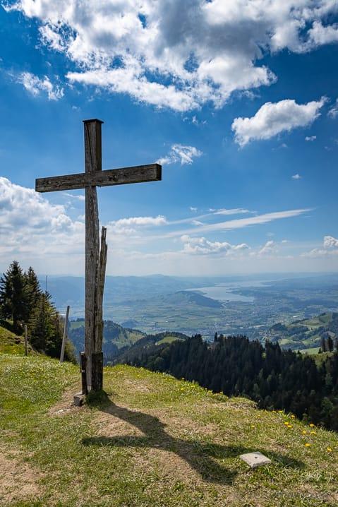 https://reisememo.ch/wp-content/uploads/2020/06/tanzboden-gipfelkreuz-aussicht.jpg