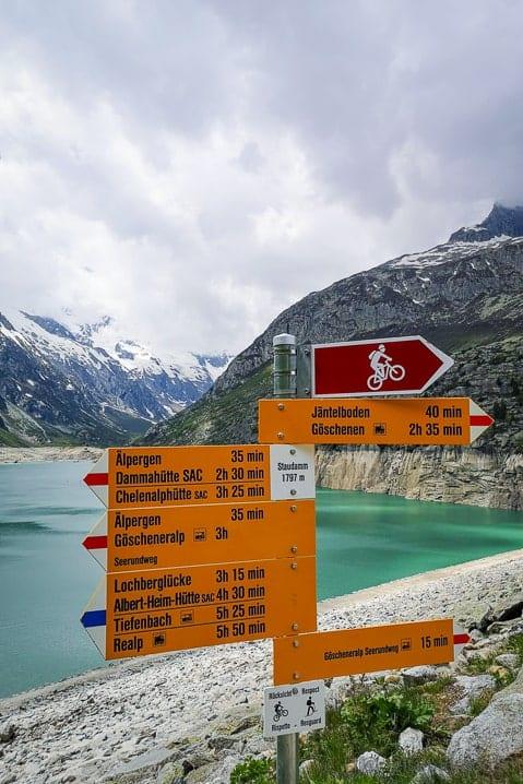 Wanderwegweiser Göscheneralpsee-Staudamm