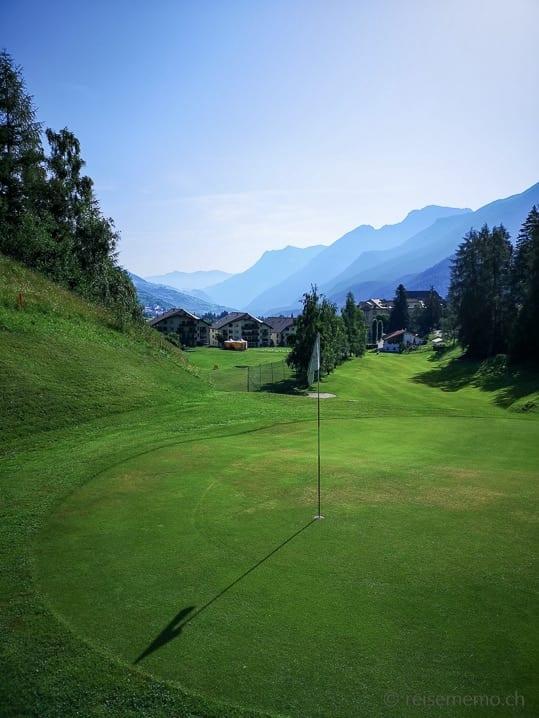 Loch 1 des Golf Clubs Vulpera