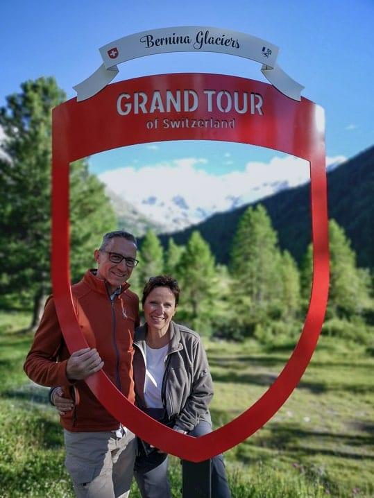 Walter und Katja auf der Grand Tour of Switzerland beim Morteratsch Gletscher