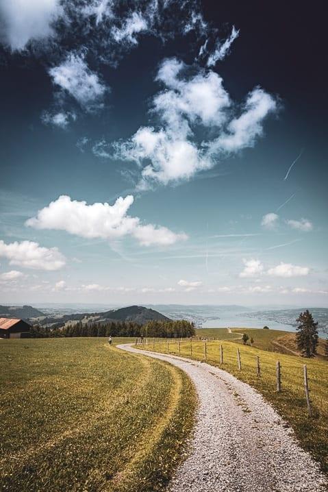 Wanderweg vom Stöcklichrüz mit Sicht auf den Zürichsee