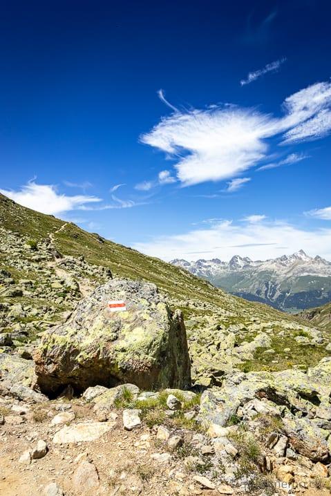 Wandermarkierung auf der Alp Languard