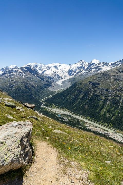 Aussicht auf den Piz Bernina mit dem Morteratsch Gletscher