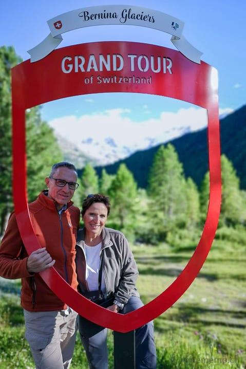 Walter und Katja auf Grand Tour of Switzerland beim Morteratsch Gletscher