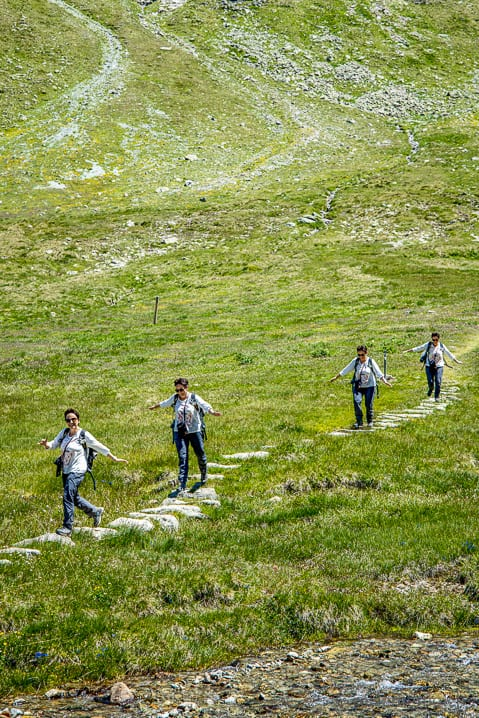 Katja wandert auf der Alp Languard im Engadin