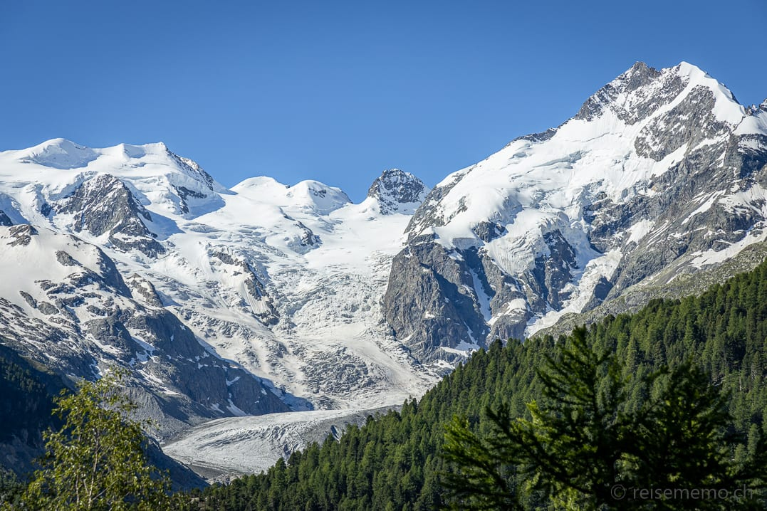 Morteratsch Gletscher vom Parkplatz der Bernina Montebello Kurve aus gesehen