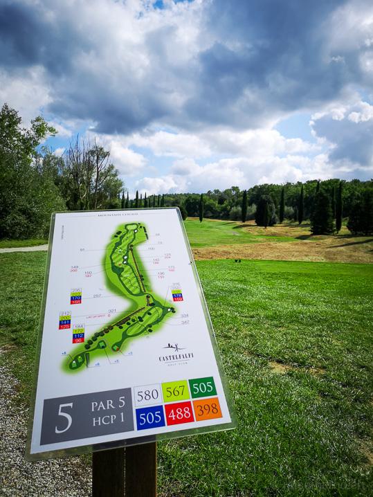 Bahn 5 des Golfplatzes Castelfalfi (Par 5, Hcp 1)
