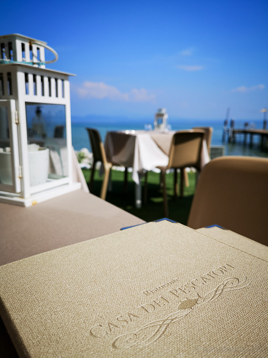 Speisekarte und Terrasse der Casa dei Pescatori