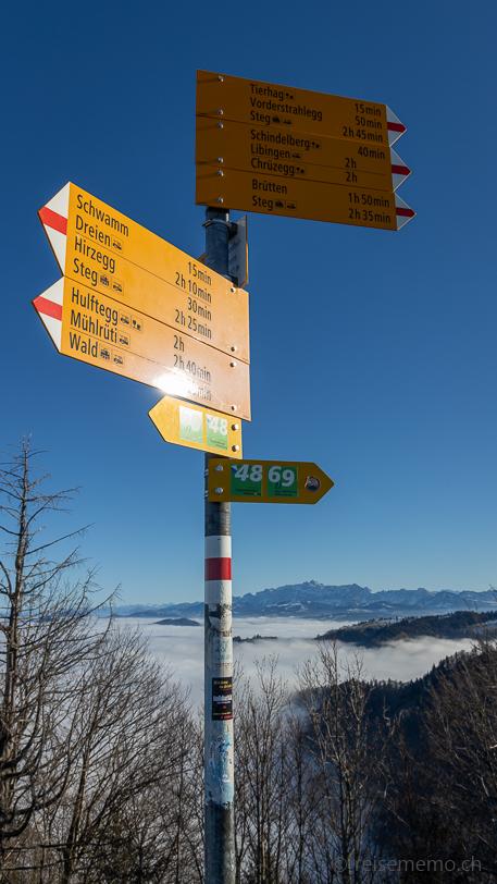 Wanderwegweiser auf dem Schnebelhorn