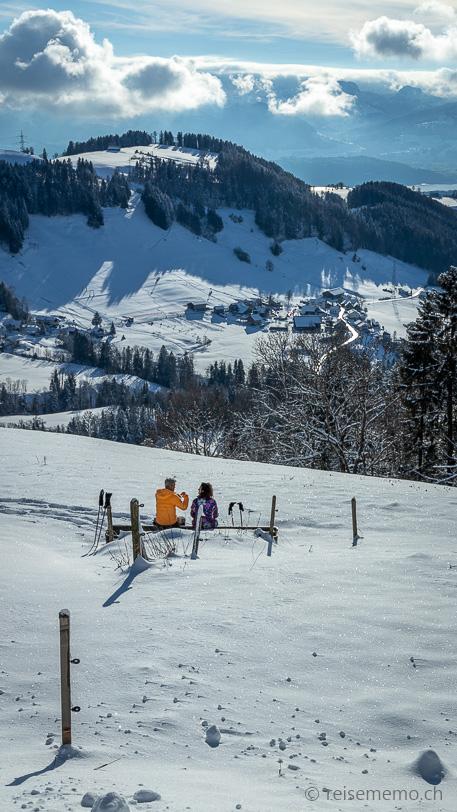 Winterwanderer auf der Alp Scheidegg