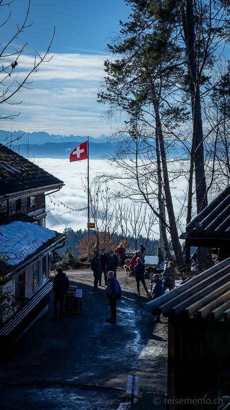 Warteschlange der Selbstbedienung des Berggasthauses Rosinli