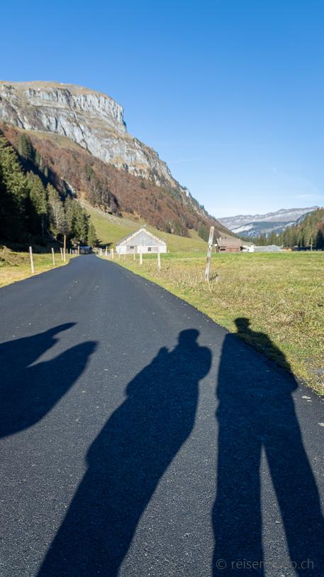 Im Spätherbst werfen wir lange Schatten