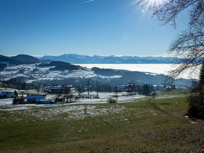 Aussicht auf Bäretswil und den Hochnebel
