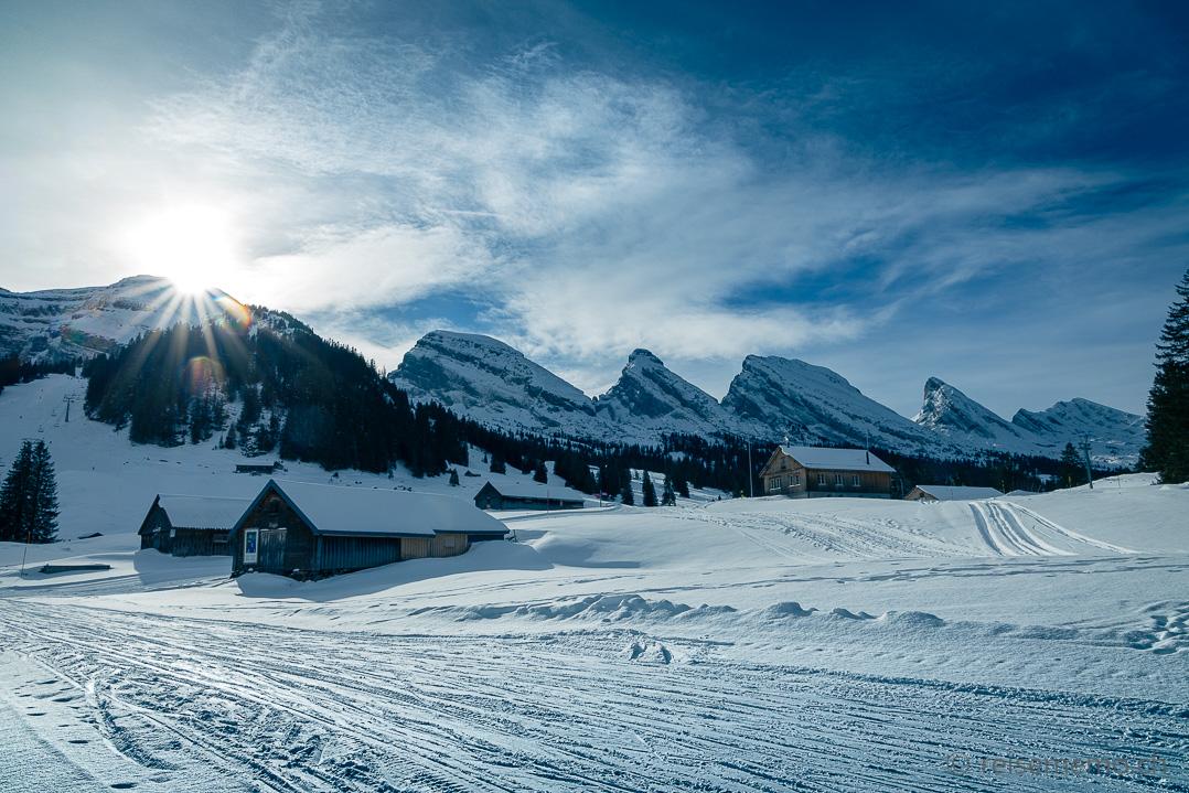 Alp Sellamatt mit den Churfirsten Hinterrugg, Schibenstoll, Zuestoll, Brisi, Frümsel und Selun
