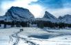 Schneeschuhwanderer vor den Churfirsten Brisi, Frümsel und Selun