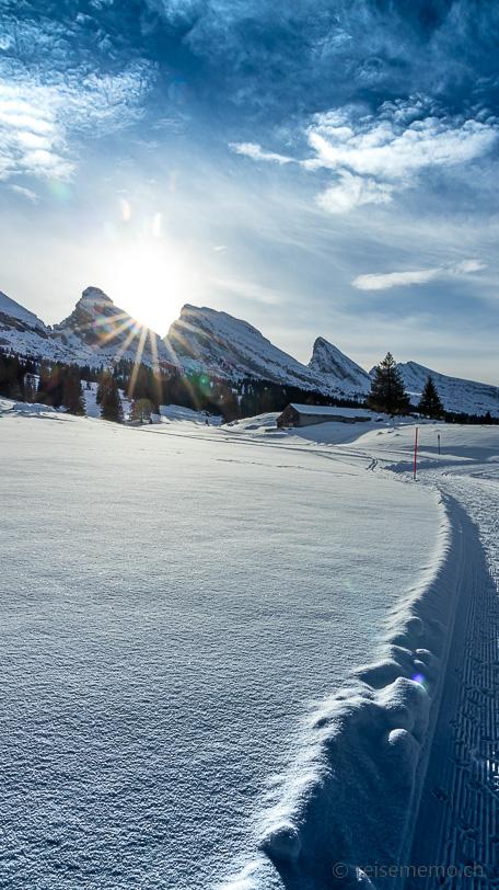 Winterwanderung: Tiefer Sonnenstand zwischen Zuestoll und Brisi