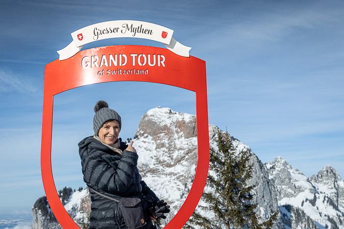Katja auf Grand Tour of Switzerland vor dem Grossen Mythen
