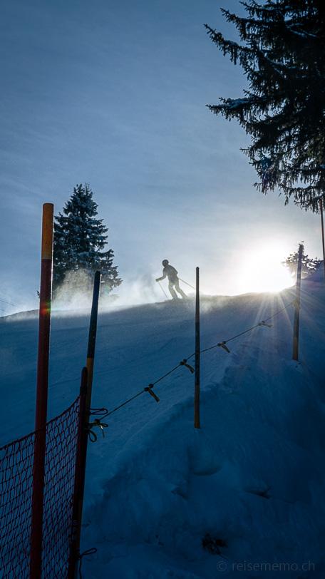 Skifahrer in der Rotenflue in Richtung Holzegg