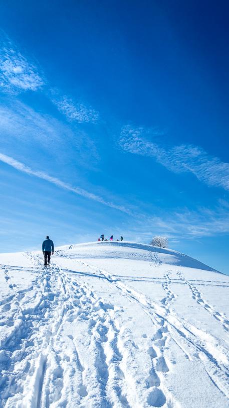 Aufstieg zum verschneiten Aussichtspunkt Allenwinden