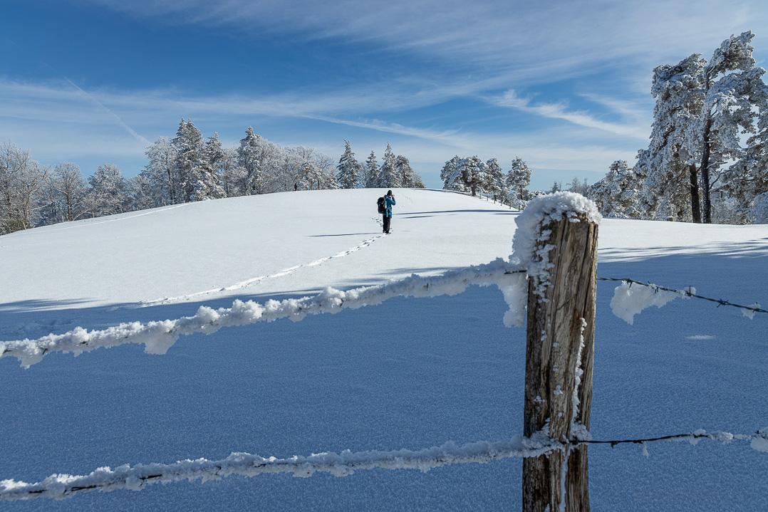 Fotograf in der verschneiten Alp Ergeten