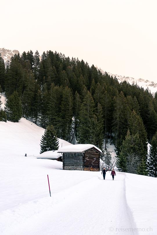 Gabi und Katja auf der Winterwanderung des Mittelberg-Wegs