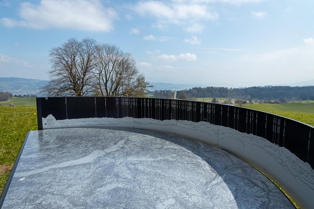 Karte beim Panorama beim Aussichtspunkt Hirzel Höchi