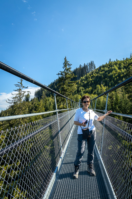 Katja auf der Hängebrücke Raiffeisen Skywalk