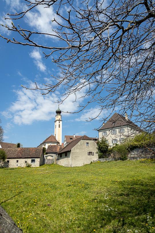 Kirchturm von Jenins und Atelier Glanzpunkt