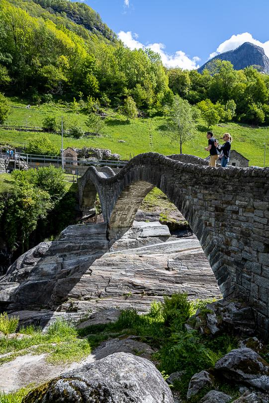 Doppelbogen der Römerbrücke Ponte dei Salti bei Lavertezzo