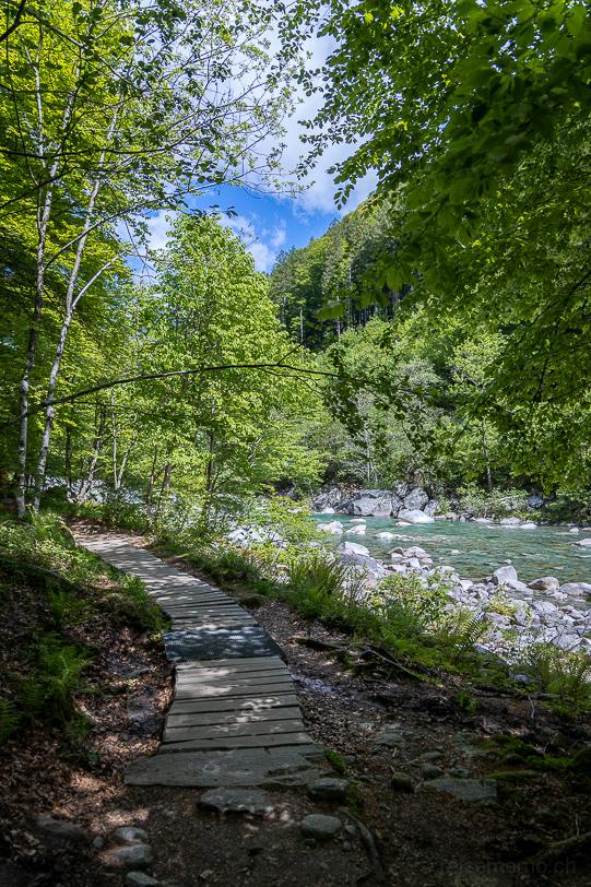 Wanderweg entlang der Verzasca
