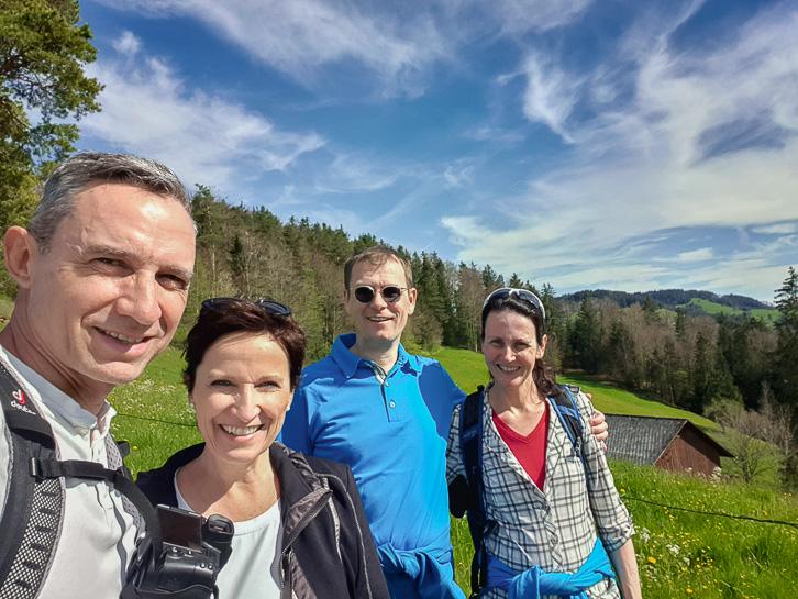 """Walter, Katja, Mario und Conny auf der Rundwanderung """"Rond om Tegersche"""""""