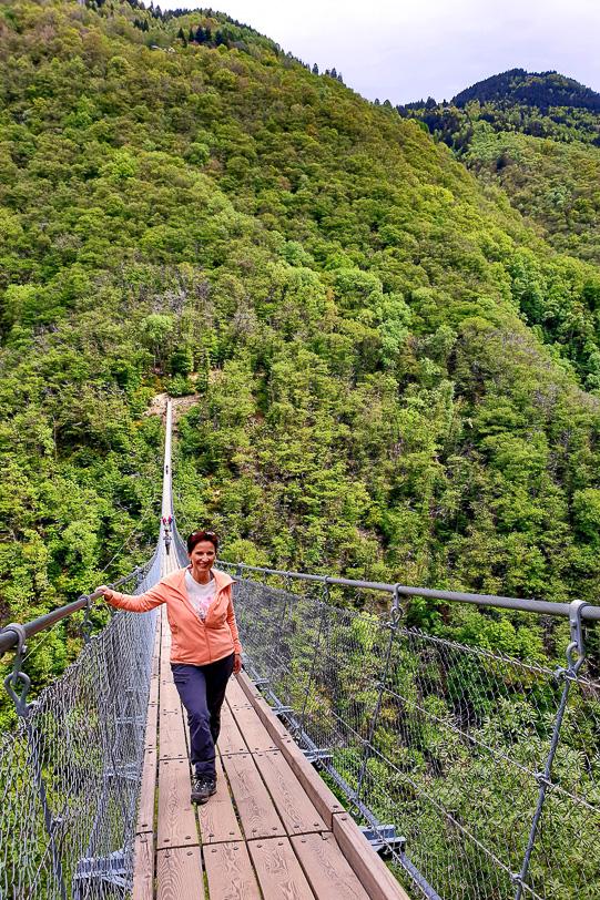 Katja auf der Tibetischen Hängebrücke