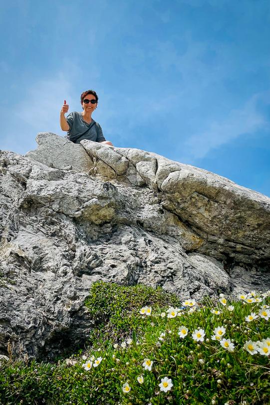 Katja auf einer Kalksteinformation