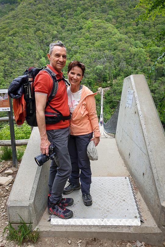 Walter und Katja auf dem Brückenkopf der Tibetischen Brücke