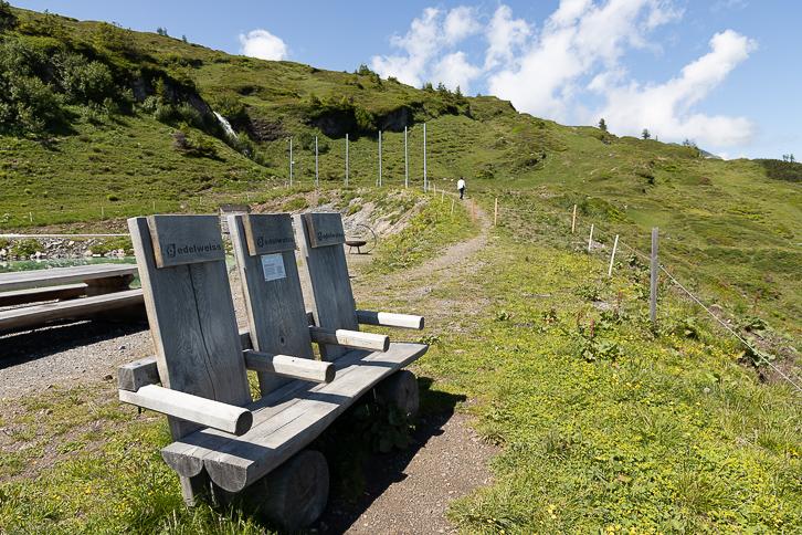 Holzsitze von Edelweiss Air am Pizol