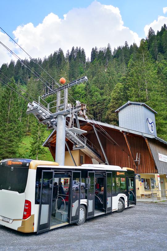 Bus der Linie 506 in der Sahli Talstation