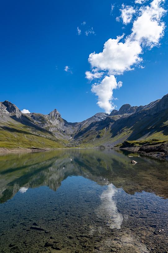 Glattalpsee mit Höch Turm und Wolken in der Spiegelung