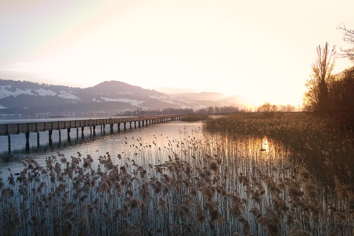 Holzsteg Rapperswil im winterlichen Sonnenuntergang